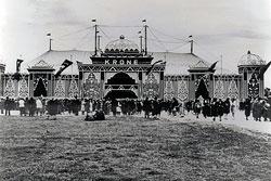 Prinkfassade des Krone-Bau um 1931