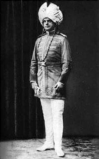 Hans Stosch-Sarrasani in seinem berühmten Maharadschakostüm