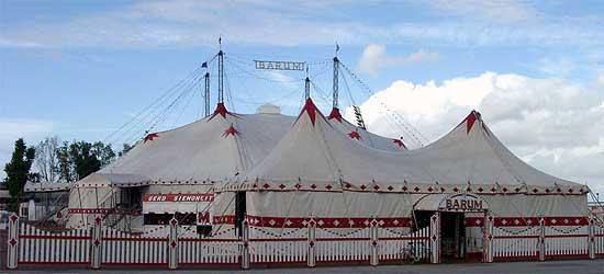 Das große Zelt des Circus Barum